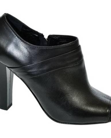 Čierne čižmy Carinii