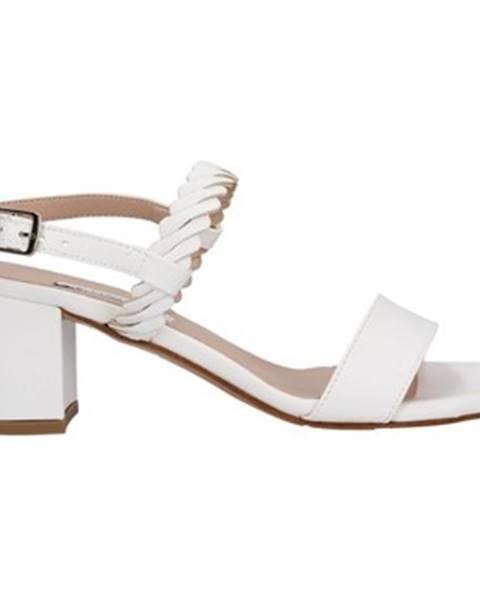 Biele topánky L'amour