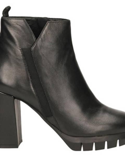Čierne topánky Adele Dezotti