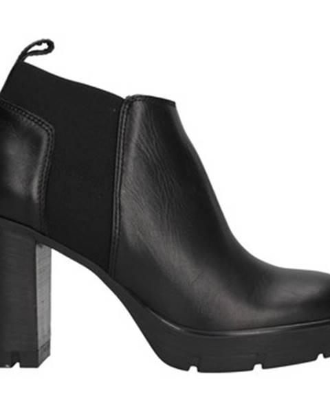 Čierne čižmy Janet Sport