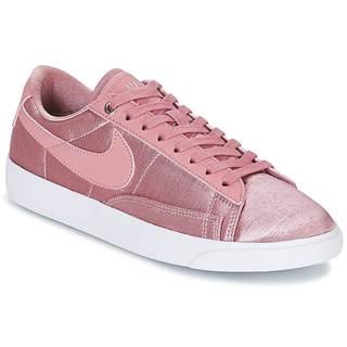 Nízke tenisky Nike  BLAZER LOW SE W